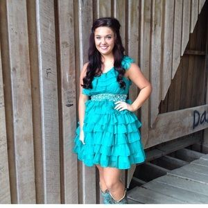 MY FAVORITE HOMECOMING DRESS EVER . Size 4 $85