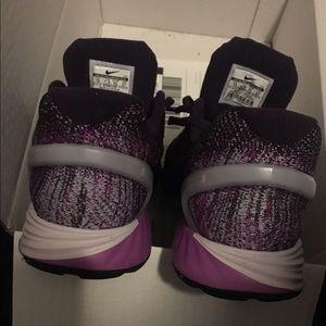 premium selection 7a470 9feae Nike Shoes - Host Pick 🎉 Nike Lunarglide 7 Flash