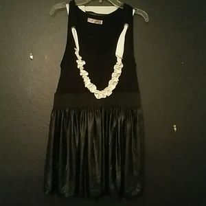 Pauln Kc Tops - Black Tank-Top with Pearl Necklace Accent