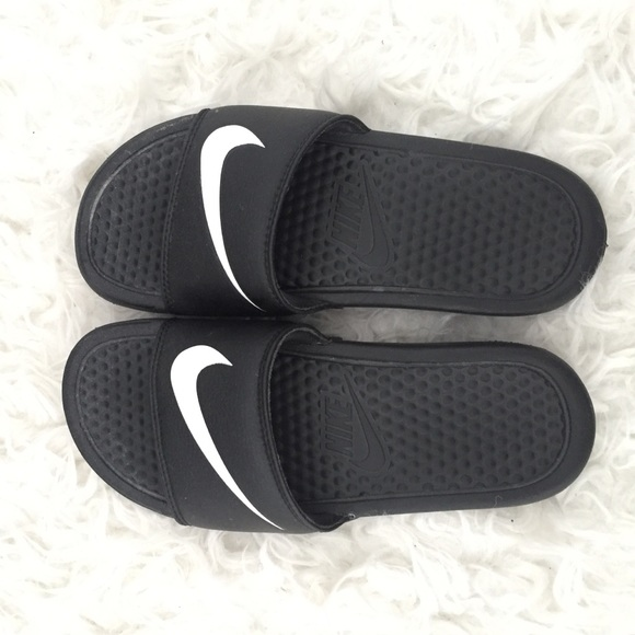 check out b0b04 edd74 No trades Nike sandals womens size 4 fit like 5
