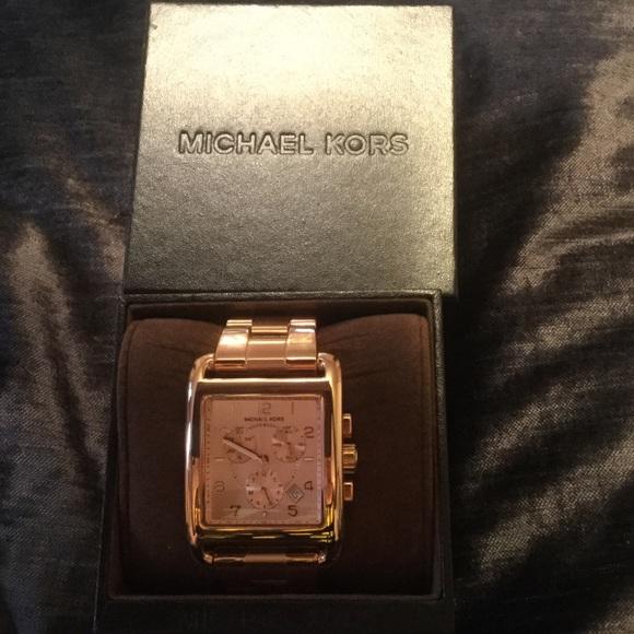 3a4edbaa08b2 Authentic Michael kors rose gold square watch. M 56c4b4182599fedc31004aa5