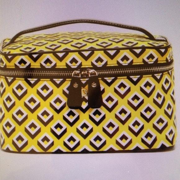 Diane von Furstenberg Bags   Last Chance Cosmetic Case   Poshmark e318595ab6
