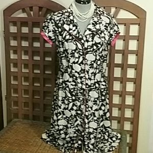 1940s-Inspired Short-Sleeved B&W Floral Dress