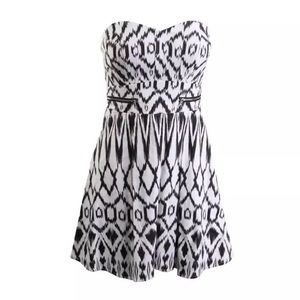 NWT⭐️GUESS  B/W Printed Strapless A-Line Dress