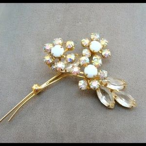 Jewelry - Vintage White Rhinestone Brooch