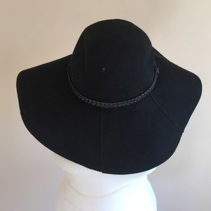 Red by Saks Fifth Avenue Accessories - NWT Red by Saks Fifth Avenue black hat w/leather.