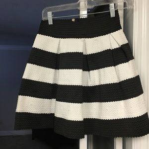 Adorable black and white skirt