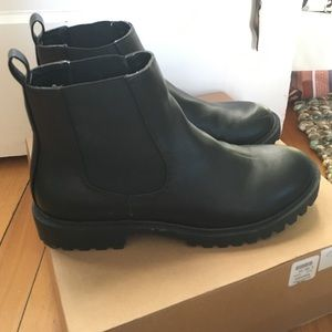 Black Chelsea Boots (barely worn)