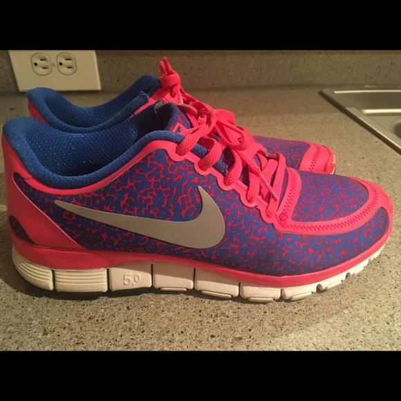 best sneakers 6e80b 1372e NIKE FREE 5.0 V4 RUNNING HYPER PINK BLUE LEOPARD. M 56c66b837fab3a80380035c8