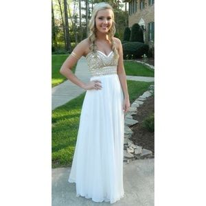 Dresses & Skirts - Gorgeous White prom dress