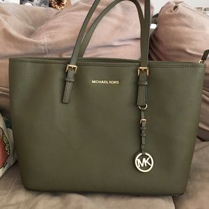934365b14ae1 michael kors olive green handbags