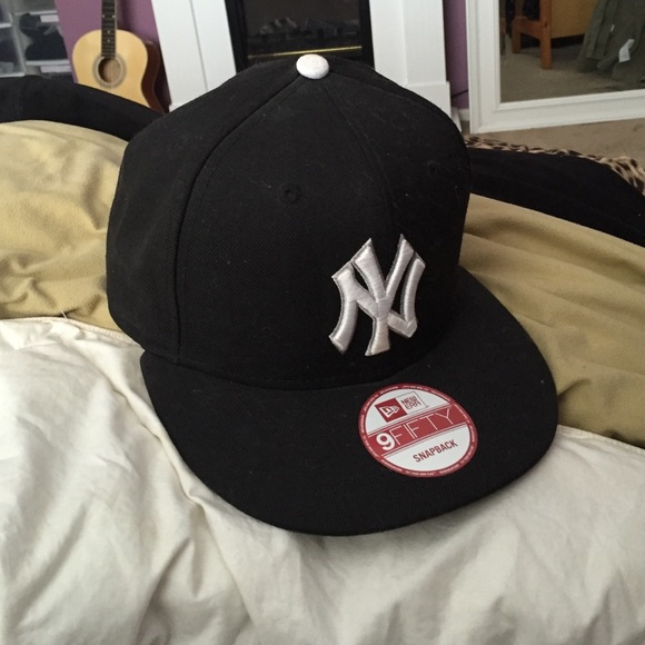 Lids Accessories - NY Yankees fitted hat 9b8b791deb3