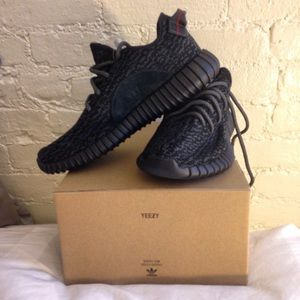 *authentic*  YEEZY BOOST 350 Pirate Black Size 7