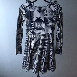 Puzzle stripe black & white dress