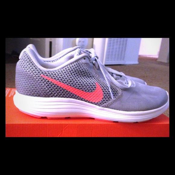 Women's Nike Revolution 3 Size 9 1/2