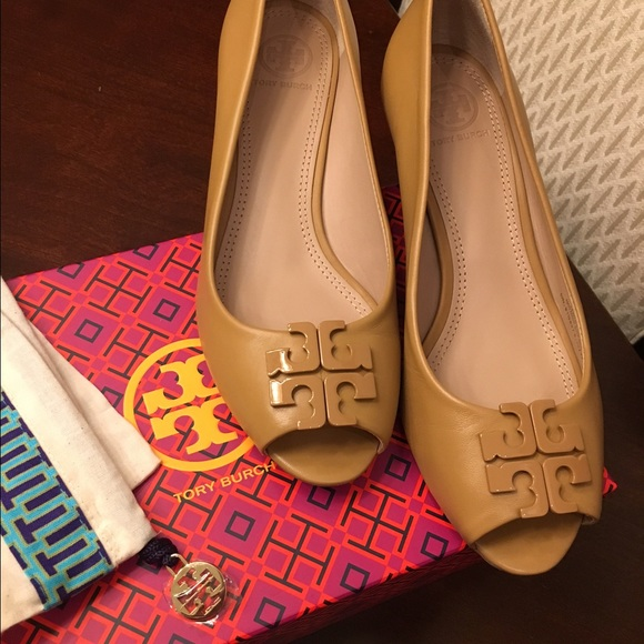 fbb993aec42cd Tory Burch Lowell Peep Toe Wedge size 7. M 56c7f9b6bcd4a717ab0283c7