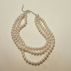 Jewelry - ????*HOST PICK*???? Three stranded pearl necklace