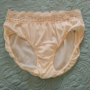 c09504df2b6 Olga Intimates   Sleepwear - NWOT Lacy Panties. Size 6. Cream