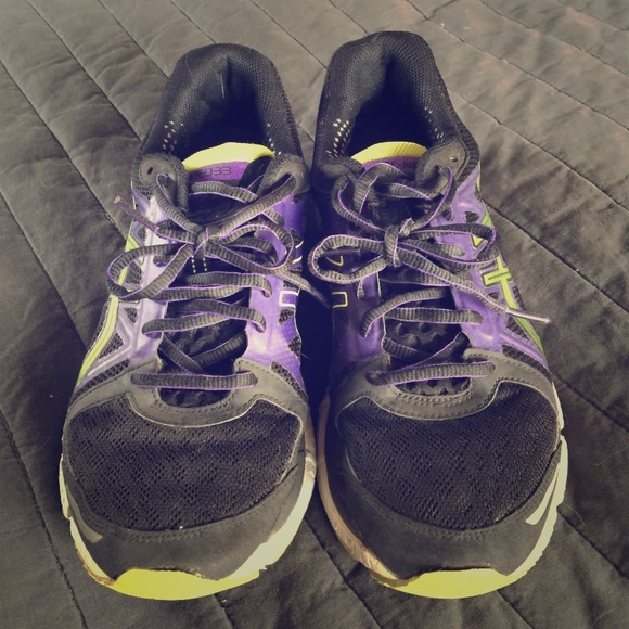 asics running shoes 9.5