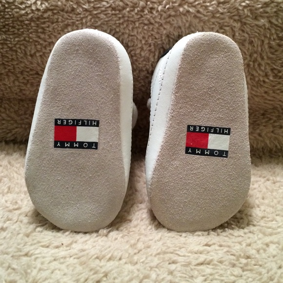 fa98ce64dbaea2 Tommy Hilfiger white leather infant shoes. Tommy Hilfiger.  M 56c8a2eaf739bce4e8004927. M 56c8a2edfeba1fd996032610.  M 56c8a2ef6802786e89032454