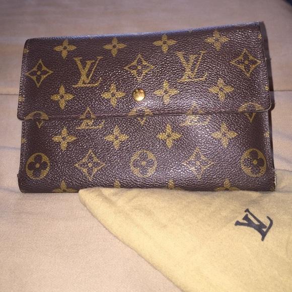 65deed9663af Louis Vuitton Handbags - LOUIS VUITTON Monogram Passport Organizer Wallet