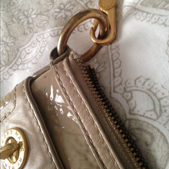 how to clean marc jacobs leather purse