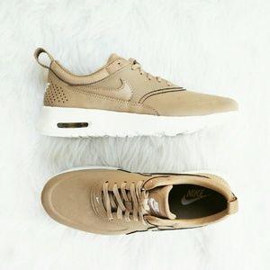 Nike Thea Tan