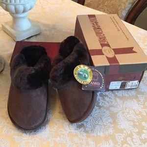 Lamo Shoes - NWT Lamo genuine sheepskin slippers