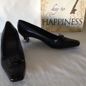 💋💋 GOOD BYE SALE! Stuart Weitzman Low Heels