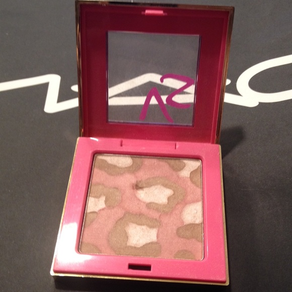 Luminous Cheek And Face Highlighter by victorias secret #11