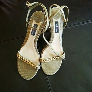 Shoes - Olive Green sandals Like New