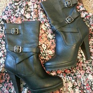 SALE!! Black heeled boots