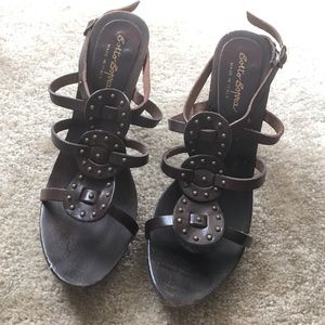 Sotto Sopra Shoes - Boho chic wood sandals w brass rivets
