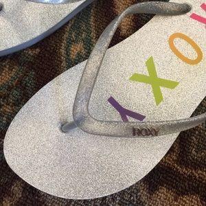 64d514a95e4a4 Roxy Shoes - Roxy Flip Flops Silver Sparkly Sandals Rubber 9M