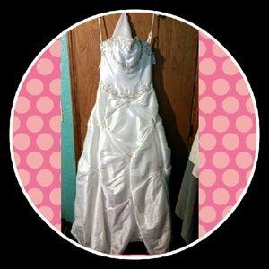 Gorgeous but sadly never worn wedding dress