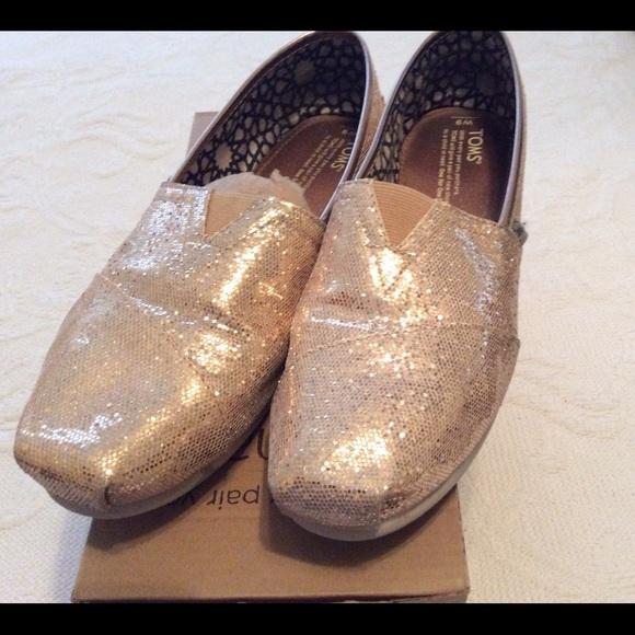 e75f7efbf909 Classics Rose Gold Glitter TOMS. M 56ca33fb41b4e0a96000c065