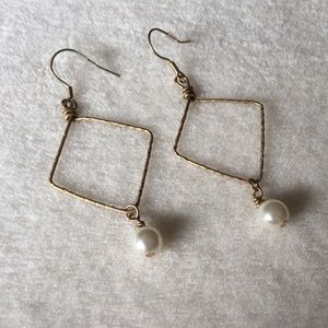 Jewelry - Pearly wire wrapped danglers