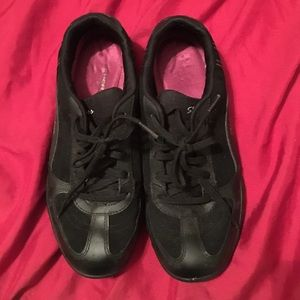 Skechers Size 8 cushion insole sneakers