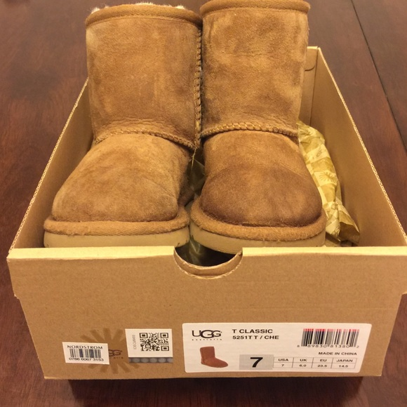 uggs kids size 7