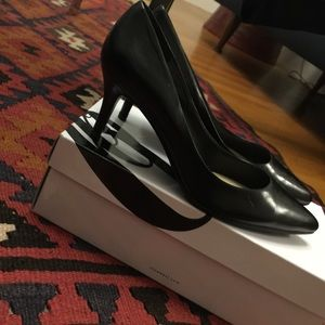 Nine West Shoes - Black leather Nine West pumps