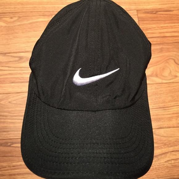 b51931c00e3 Nike Feather Light Adjustable Hat - Black. M 56ca7294729a66a63305cc29
