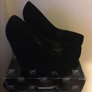 Shoes - Black Wedged shoes . Size 10 . suede