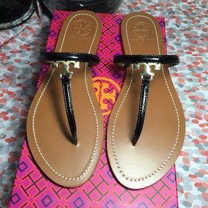 b9ca296c77b7 Tory Burch Shoes - Tory Burch T-Logo flat thong 8.5 ♢️AUTHENTIC♢️