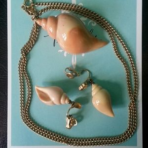 "Avon Jewelry - Vtg Avon ""Shell"" Necklace and Earrings Set"