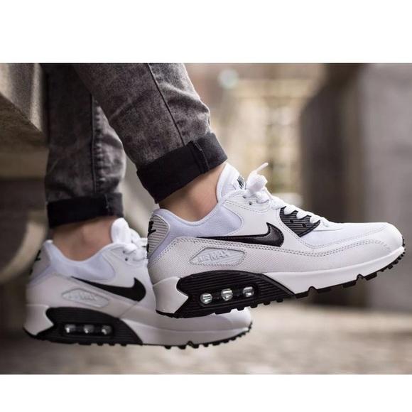 b53c67a9a66c Nike Air Max 90 Oreo Sneakers Wmns Sz 7