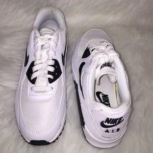 79b09f3eeb0e Nike Shoes - Nike Air Max 90 Oreo Sneakers Wmns Sz 7