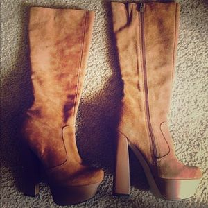 H by Halston Camel Boots