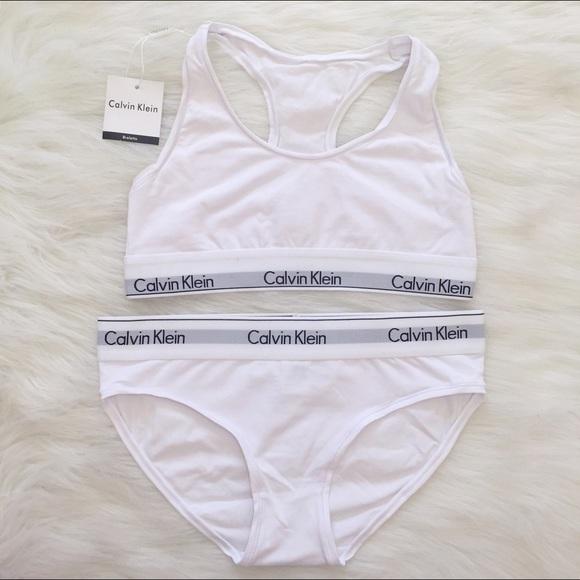 641e3f0b24 white Calvin Klein sports bra and underwear set