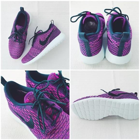Donna Nike Roshe Gestito Scarpe Casual Clip In Bianco E Nero QG0QntE