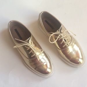 Zara Shoes - ✨HP✨Zara Gold Oxfords